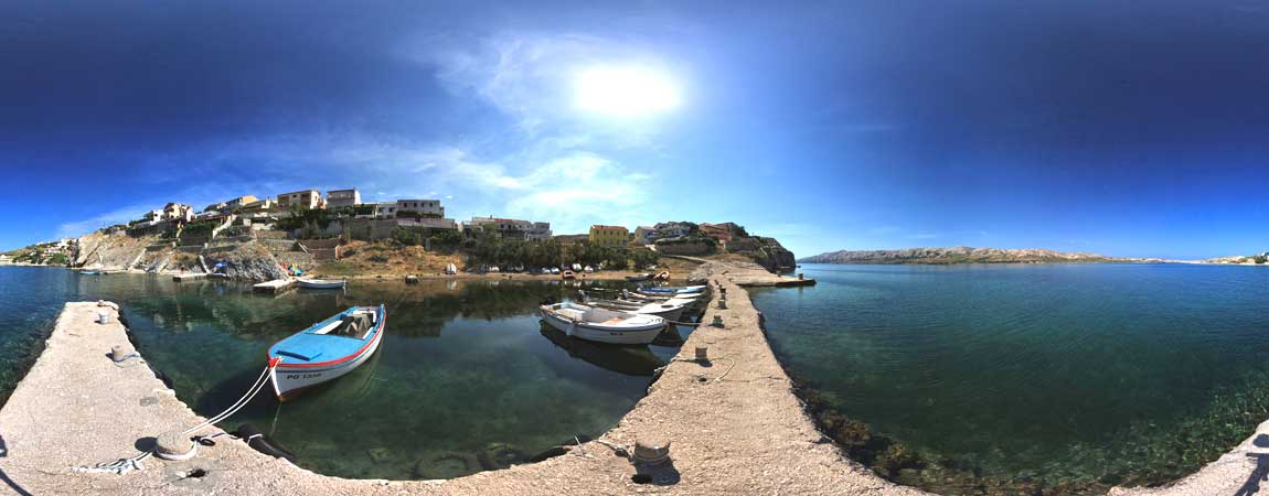 kleine Hafenbucht auf Pag in Kroatien