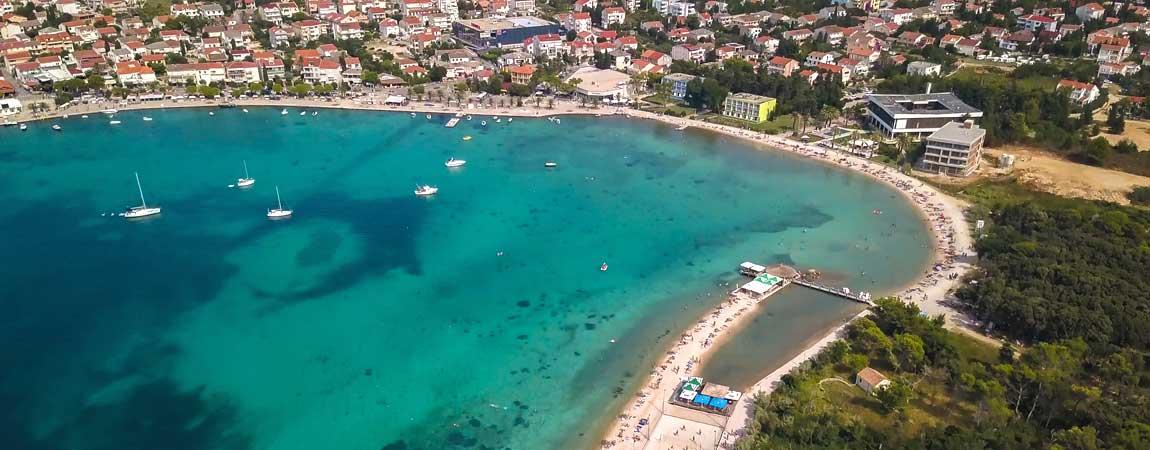 Luftbild von Novalja in Kroatien