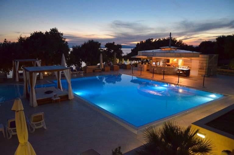 Hotel La Luna Novalja - Nacht am Pool