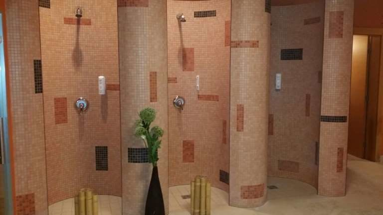 Hotel La Luna Novalja - Wellnessbereich Duschen