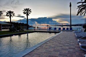 Hotel Liberty Pool bei Sonnenuntergang