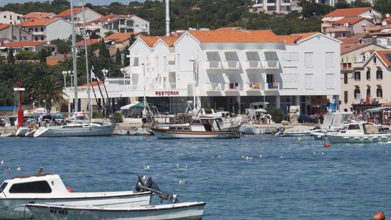 Hotel Loza direkt am Hafen