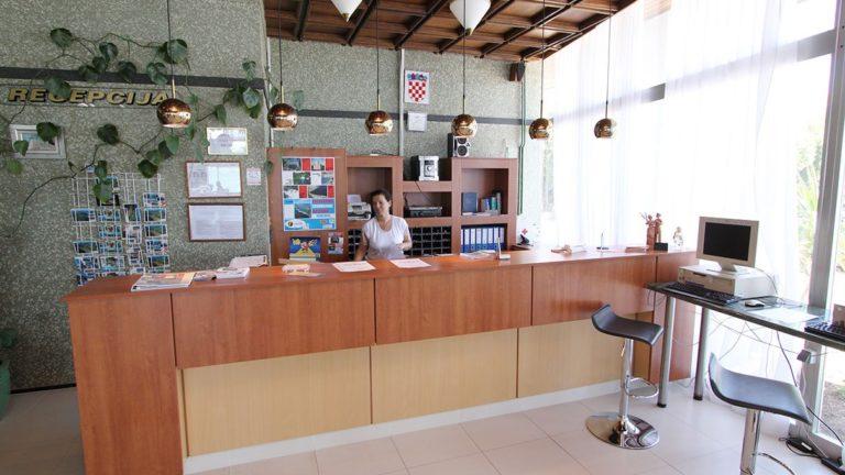 Rezeption im Hotel Loza